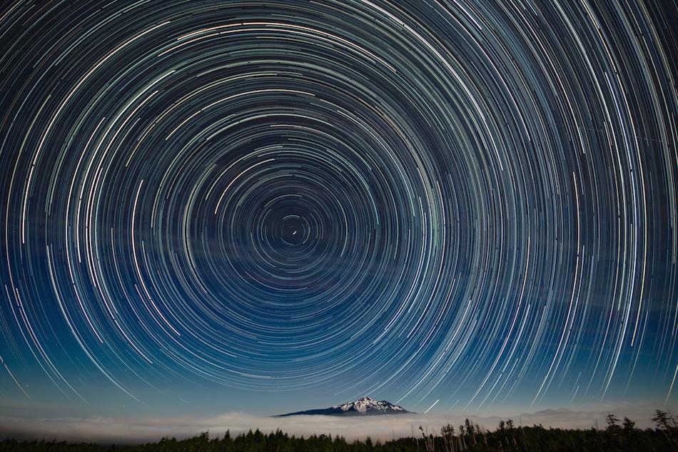 乗鞍岳と北の星空