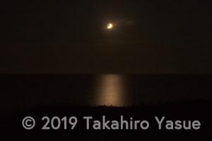 月と日本海